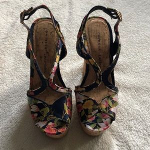 Shoes - Chinese Laundry 5m Platform Beautiful Condition